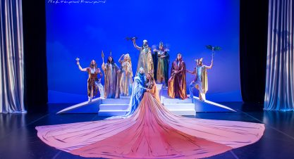 Επίσκεψη στη θεατρική σκηνή της Κάρμεν Ρουγγέρη
